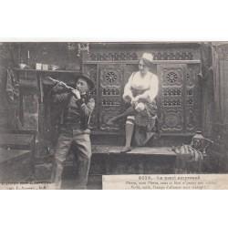 Carte postale - Autour des lits clos - Le mari empressé