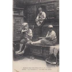 Carte postale - Autour des lits clos - La chasse .... La bête est prise