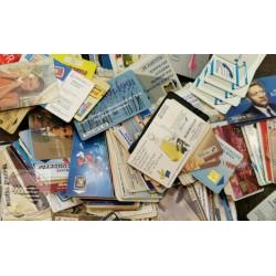 Lots de télécartes diverses et variées vendues au poids - prix dégressifs suivant poids