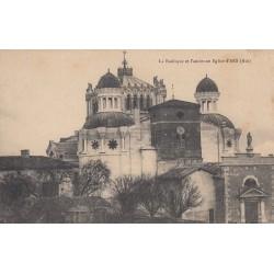 Carte postale - Basilique et l'ancienne église d'Ars