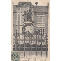 Carte postale - Laon - Le monument des instituteurs