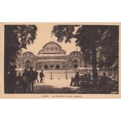 Carte postale - Vichy - Le casino vu des jardins