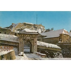 Carte postale - Briançon - La porte de Pignerol et la citadelle