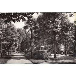 Carte postale - Vals les bains - Intérieur du parc