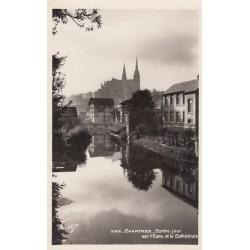 Carte postale - Chartes - Contre-jour sur l'Eure et la cathédrale