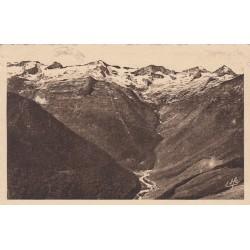 Carte postale - Luchon - Superbagnères - Vue plongeante sur le cirque et la vallée du lys
