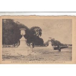 Carte postale - Musée de Bordeaux - Les marches de marbre rose à Versailles