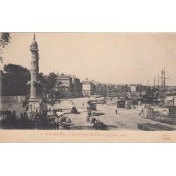 Carte postale - Bordeaux - Les colonnes Rostrales et les quais nord